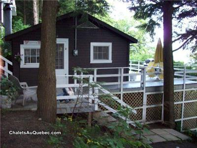 ( 2 )CHALETS LAC MEMPHREMAGOG-- CHALET  B //4-5 PERSONS-2-BEDROOMS--CHALET C  // 2-3 PERSONS-OPEN