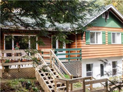 Very nice, big chalet one hour from Montréal, very private, lot of land, at Morin-Heights