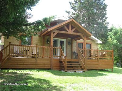 3-bedroom lakefront country home for sale near Mont-Blanc and Tremblant