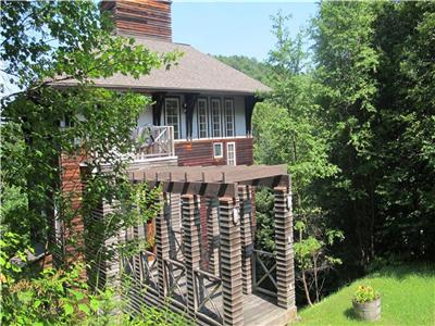 Waterfront cottage. Pristine lake. Wonderful light and views. Close to Mont Blanc and Tremblant ski.