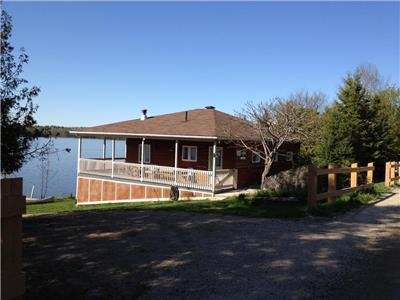 Dream Cottage with tranquility ! Desormeaux Lake  directly on the lake ! All included!