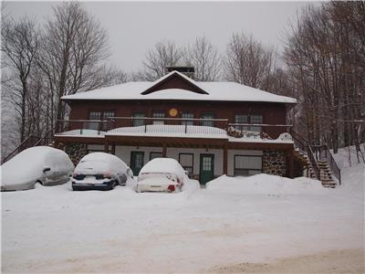 CHALET SOUS BOIS SKI-IN/SKI-OUT A MONT SUTTON