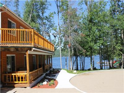 Luxury 5 bedroom Cottage with 300'' water front on private Bay