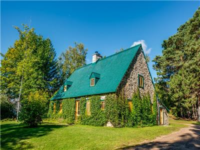 Large houses for rent near Quebec City, from 12 to 80 people, 4 to 32 bedrooms, wi-fi
