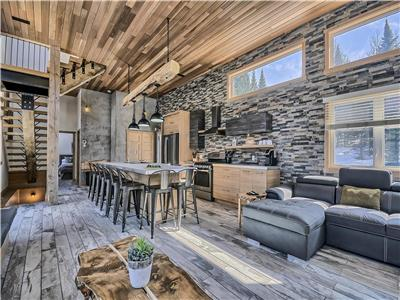 Loft 501 , chalet with spa ,fully equipped ,for 8 pers, 4 bedrooms, 4 bathrooms area of Tremblant
