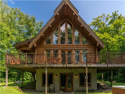 Chalet Chinook Mont-Tremblant - Lakefront log cottage, 5 bedrooms and a private Spa(Lac aux bleuets)