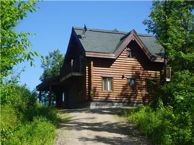 CHALET52 - LOG COTTAGE WITH 4 BEDROOMS AND PRIVATE SPA - 25 MINUTES FROM TREMBLANT