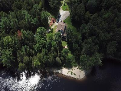 352 acres domain on Gatineau River, Gracefield