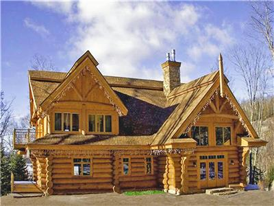 HIGH-END LUXURY LOG HOME, minutes from Tremblant Ski Resort