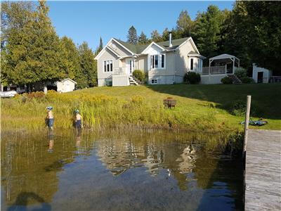 Beautiful Waterside Cottage Lake Allard for the perfect getaway