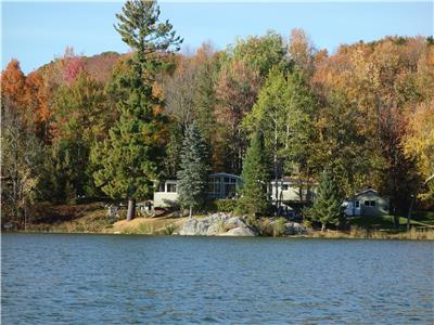 Lakefront property close to Bromont ski hill/water slides