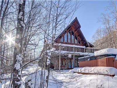 CHALET43 - LOG COTTAGE WITH 4 BEDROOMS AND PRIVATE SPA - 25 MINUTES FROM TREMBLANT