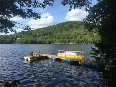 17min to Downtown Ottawa!! Waterfront Log Cabin, Gatineau Park.  Boats, trampoline, private.