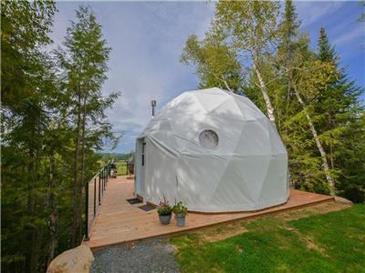 Bel Air Dome: 8 minutes from slopes, Hot tub, Spa, Restaurant, Ziplines, Dog sledding onsite