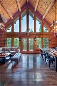 LogCabin/Spa/Nature/near Mont Tremblant/16 persons