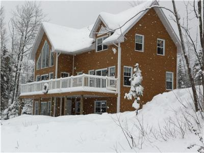 Ski chalet at the foot of the slopes, Mont Édouard L'Anse St-Jean. Apartment 6 persons all inclusive