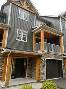 Ski-in/Ski-out brand new luxurious house in Bromont (Including garage + 3 balcony)