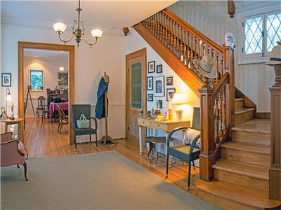 Newly available! Idyllic waterfront cottage in the heart of Georgeville, Quebec,