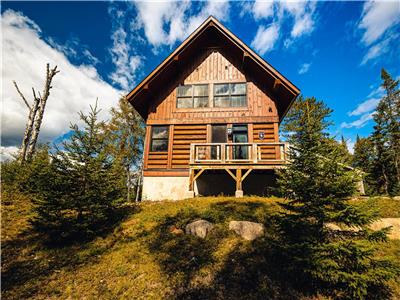 Luxury wood cabin 4BR/3.5 bath Spa ski pool North Tremblant 10min