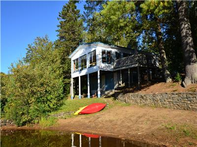 Lakeside cottage with private beach on Lac Souris