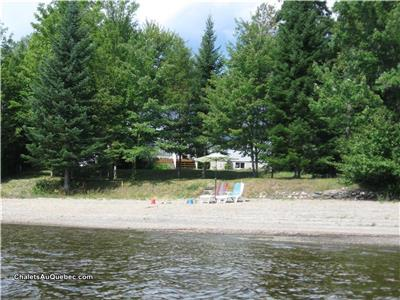 Chalet M.L. (1.5 km from Baie-des-sables )